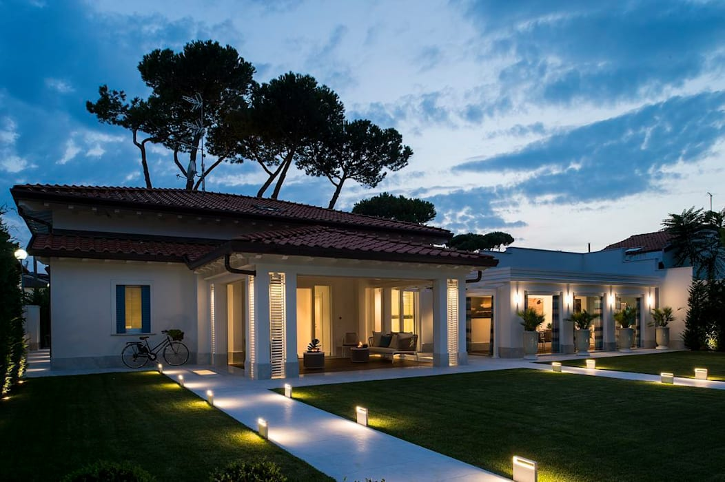 INGRESSO PRINCIPALE - garden: Case in stile  di Studio Architettura Carlo Ceresoli