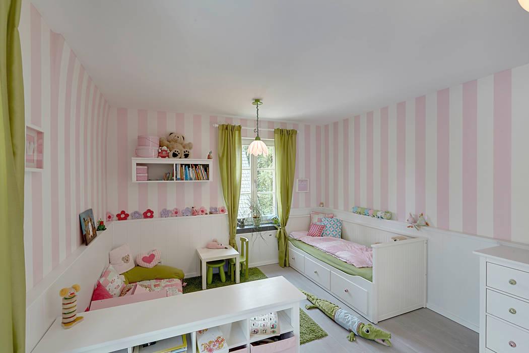Chambre d'enfant de style  par 28 Grad Architektur GmbH,