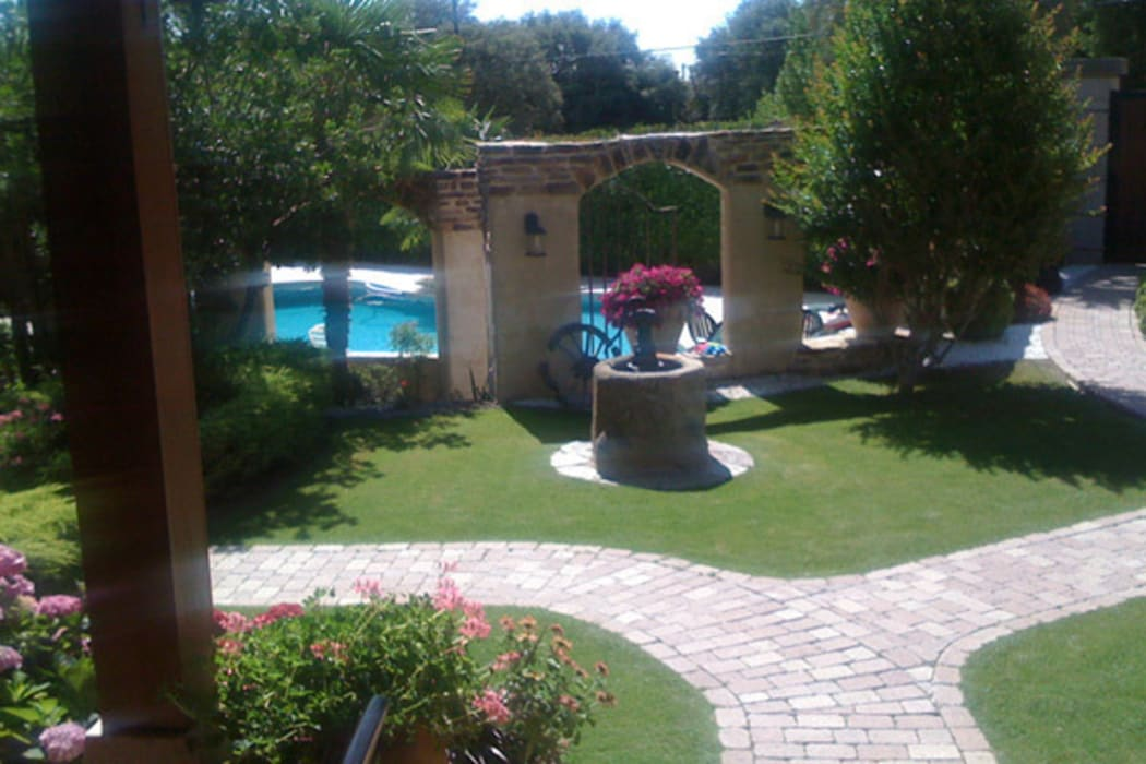 Jardines de estilo por viveros rucat viveros madrid homify - Diseno jardines madrid ...