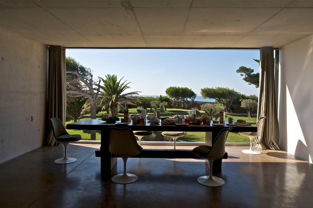 Ruang Makan oleh MOA architecture, Mediteran