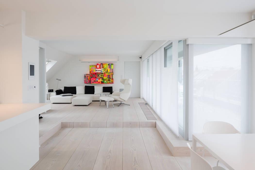 GroBartig Wohnraum Mit Podest: Wohnzimmer Von Goderbauer Architects