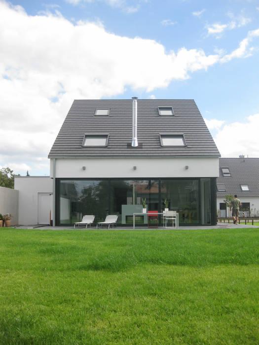 Casas  por STRICK  Architekten + Ingenieure,