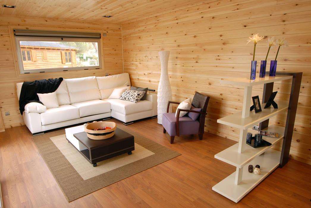 Salón casa de madera Natura Blu 111: Salones de estilo  de Casas Natura, Moderno