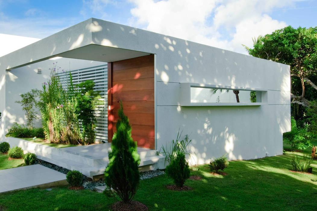 Nhà phong cách tối giản bởi dantasbento | Arquitetura + Design Tối giản