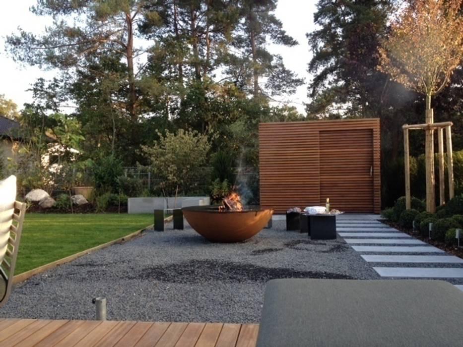 Terrace by Fellbacher Metall- und Holzbau GmbH, Modern