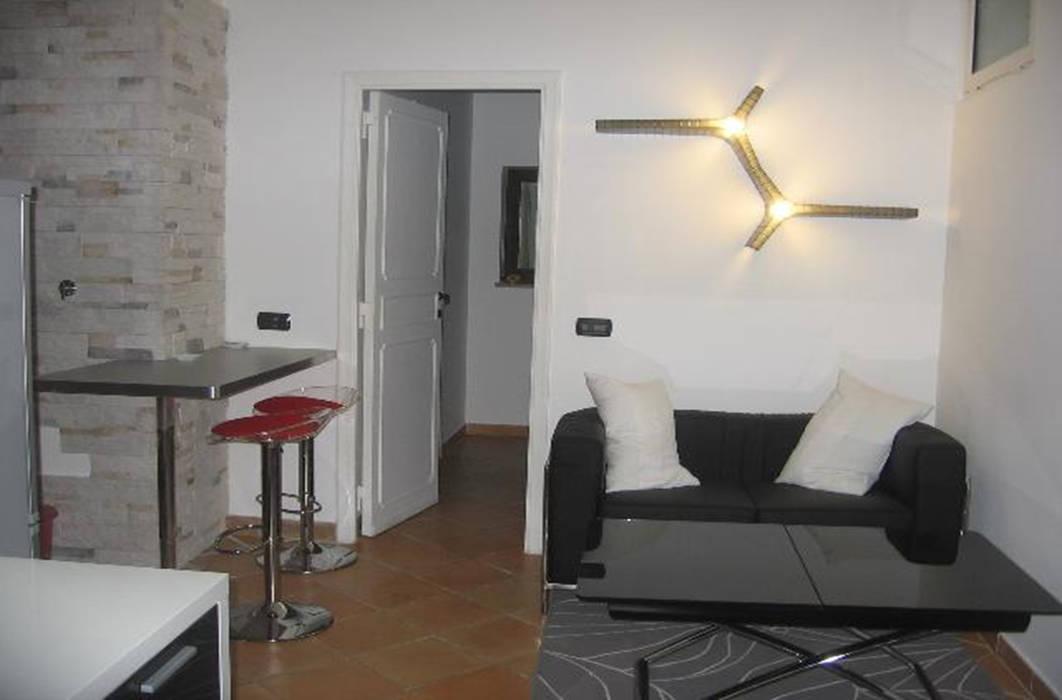 Ristrutturazione appartamento Roma: Soggiorno in stile in stile Moderno di QUARZO ARCHITETTI