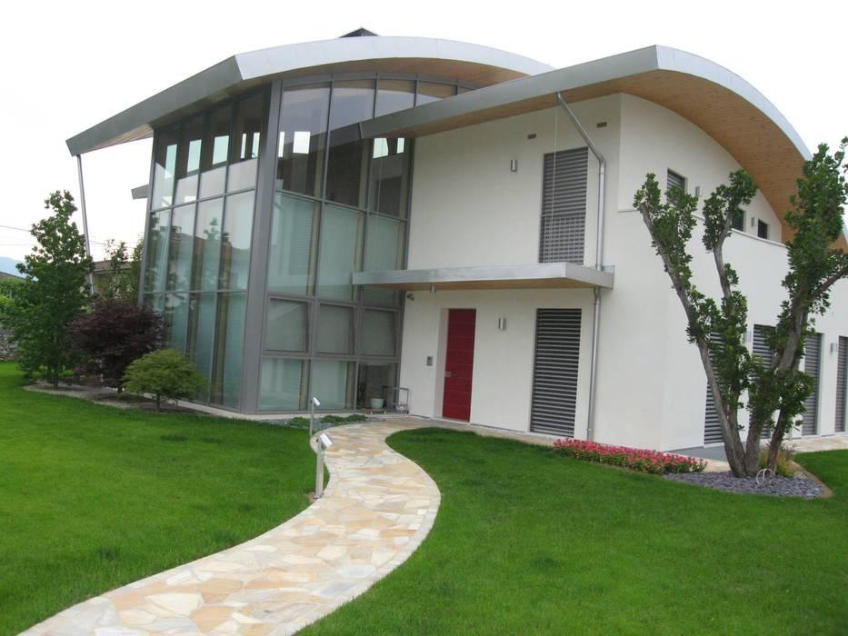 vista da sud est - ingresso da sud: Giardino d'inverno in stile in stile Moderno di Giuseppe Maria Padoan bioarchitetto - casarmonia progetti e servizi