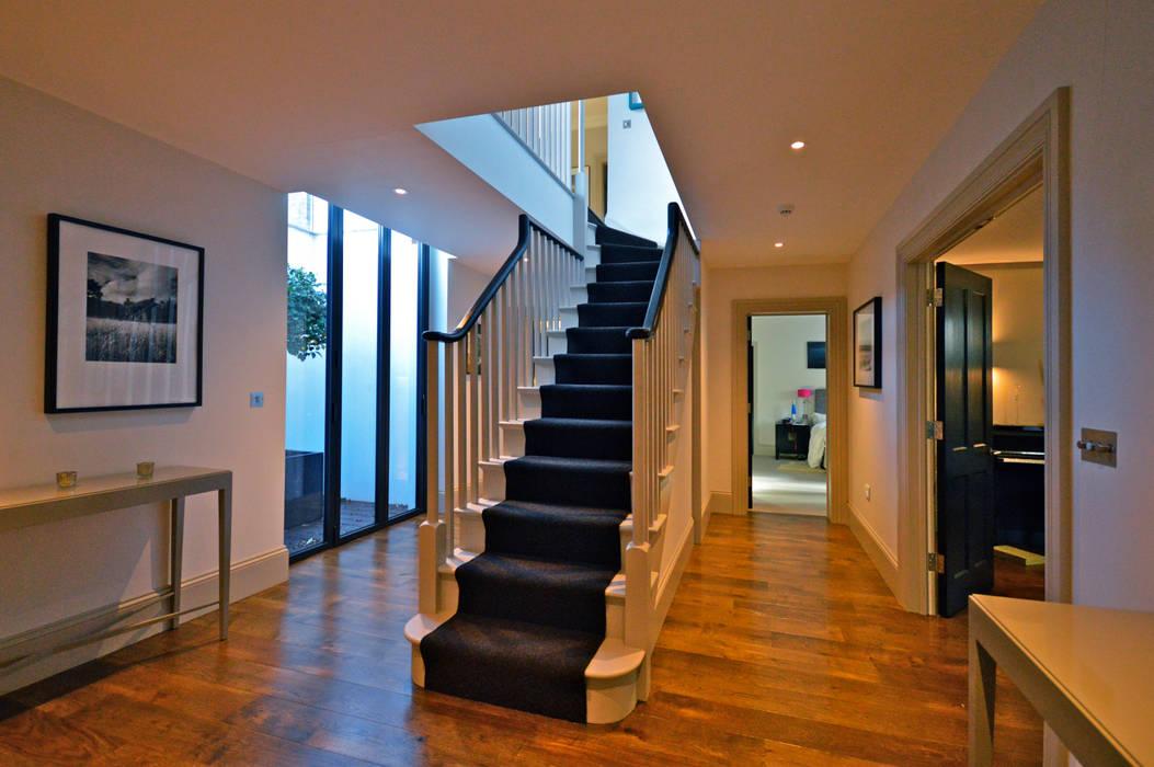 The stairs to the basement Nowoczesny korytarz, przedpokój i schody od Zodiac Design Nowoczesny