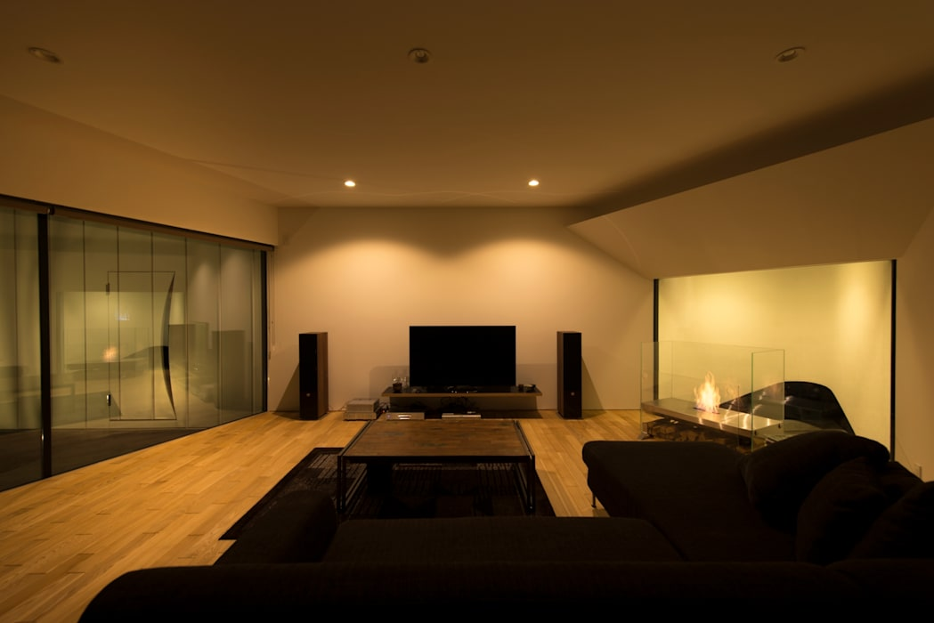 HMN residence 03: 浅香建築設計事務所 asaka architectural designが手掛けたリビングです。