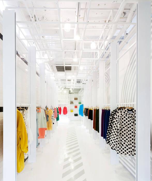 동선을 위한 바닥 패턴: Design m4의  상업 공간,미니멀