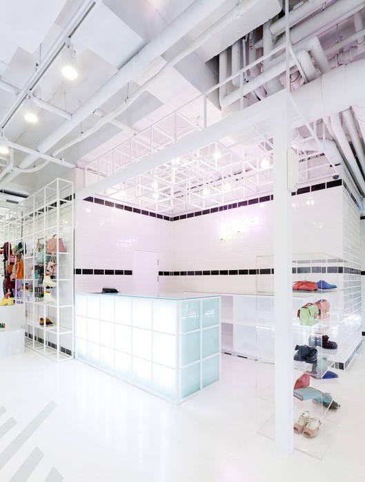생동감있는 천정: Design m4의  상업 공간,
