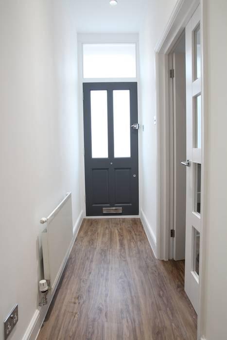 Entrance Bolans Architects Minimalist corridor, hallway & stairs