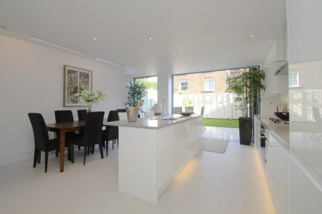 Narbonne Avenue Clapham:  Kitchen by Bolans Architects, Modern