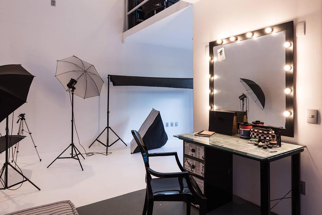 Estúdio e Maquiagem: Escritórios  por Blacher Arquitetura