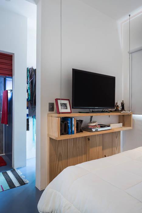 Dormitório integrado com área íntima: Quartos  por Blacher Arquitetura