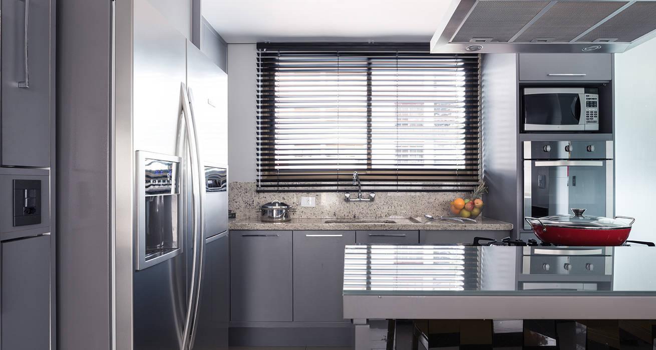 Cozinha integrada: Cozinhas  por Blacher Arquitetura