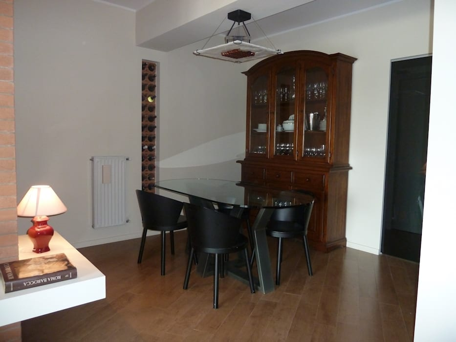 ZONA PRANZO: Sala da pranzo in stile in stile Moderno di studio di architettura Giorgio Rossetti