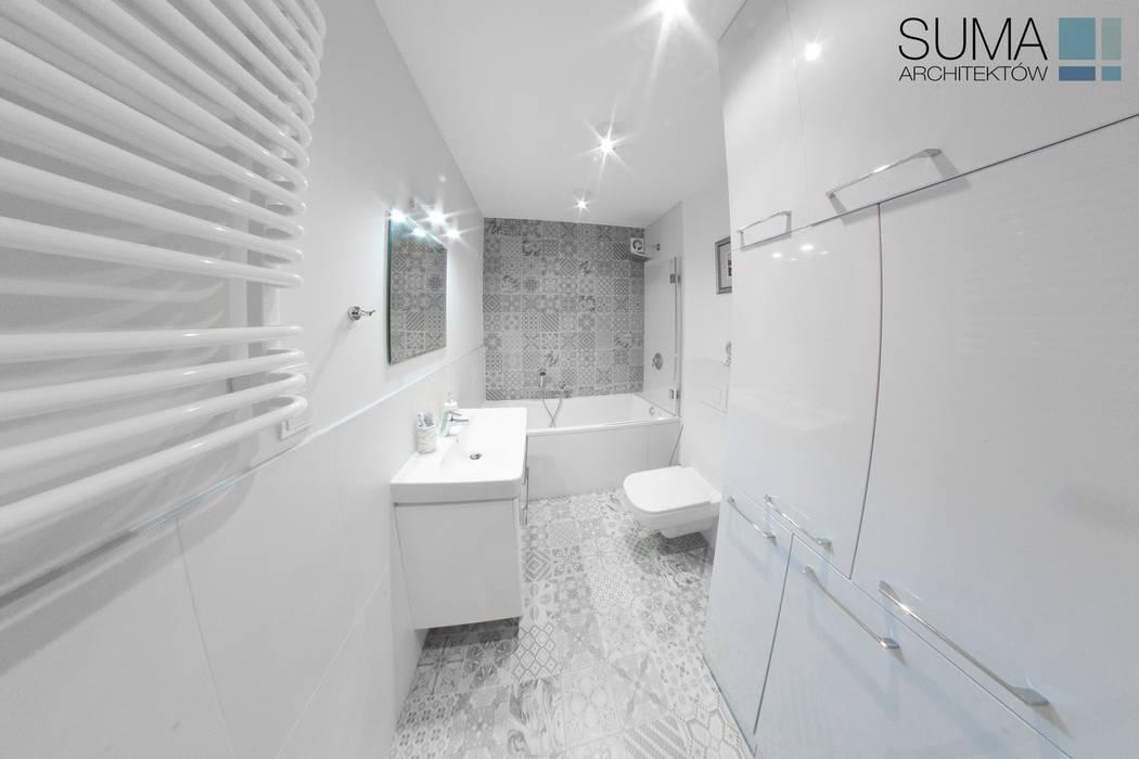 BLUE ONE SUMA Architektów Casas de banho modernas