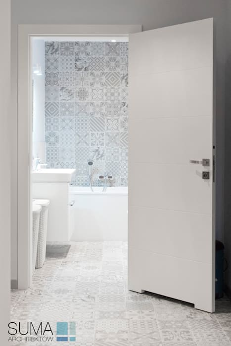 BLUE ONE: styl , w kategorii Łazienka zaprojektowany przez SUMA Architektów