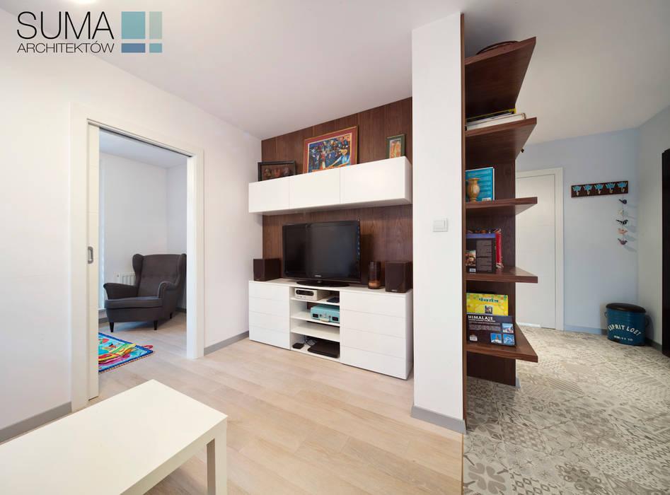 BLUE ONE: styl , w kategorii Salon zaprojektowany przez SUMA Architektów