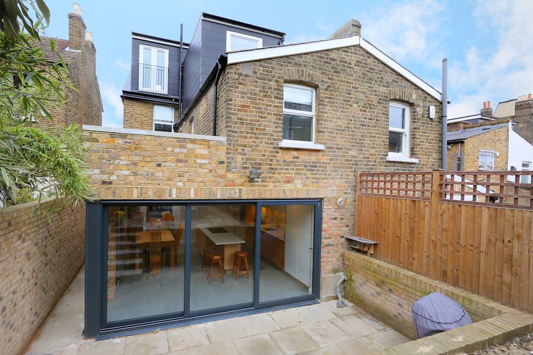 kitchen extension dulwich with flat roof and open brickwork:  Houses by nuspace