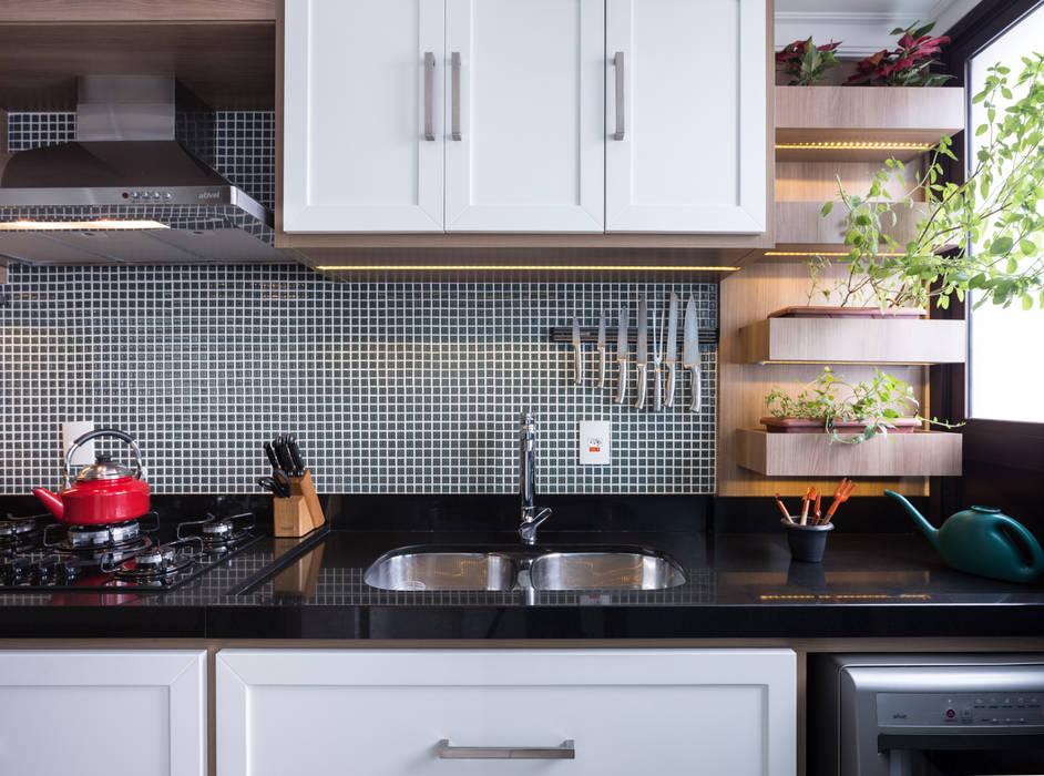 Nhà bếp phong cách hiện đại bởi Braccini + Lima Arquitetura Hiện đại