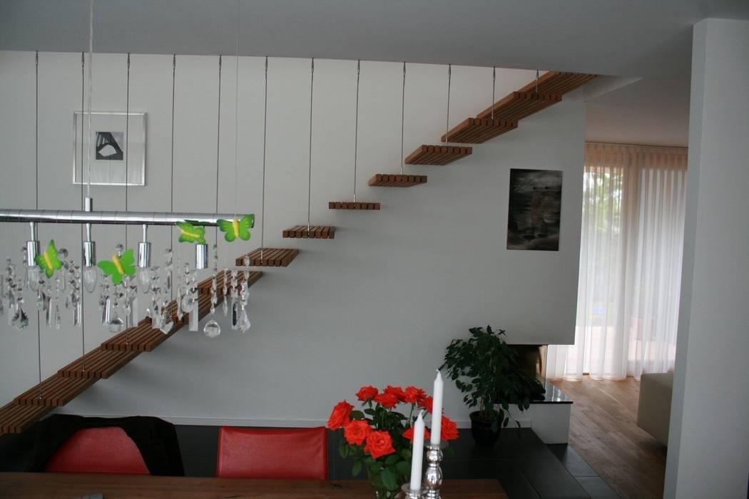 Pasillos, vestíbulos y escaleras de estilo moderno de böser architektur Moderno