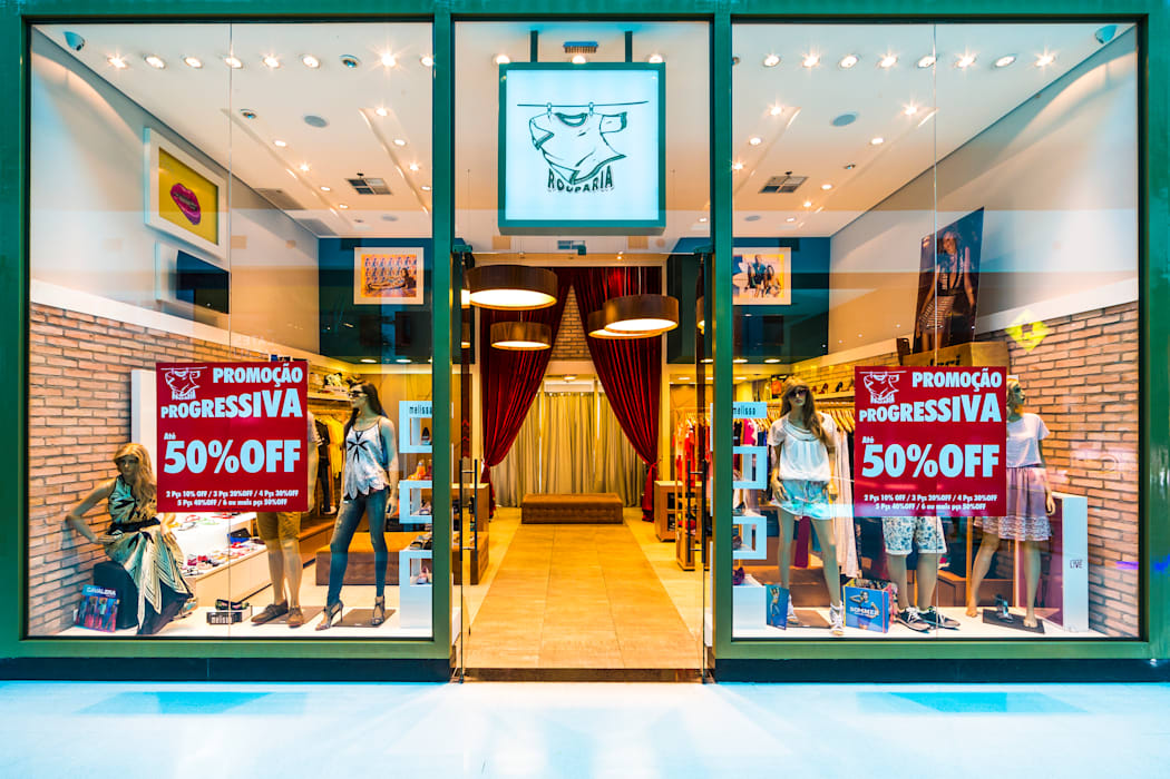 Vitrine: Shopping Centers  por Enzo Sobocinski Arquitetura & Interiores