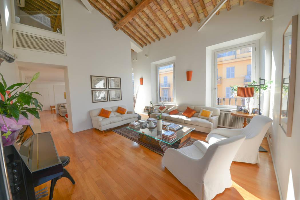 1. Travi a vista e deck Studio Fori Soggiorno moderno