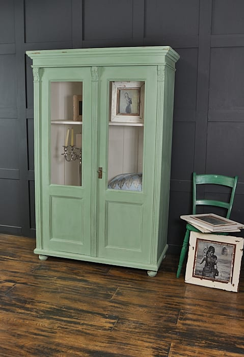 Mint Green Antique Glass Display Cabinet de The Treasure Trove Shabby Chic & Vintage Furniture Clásico