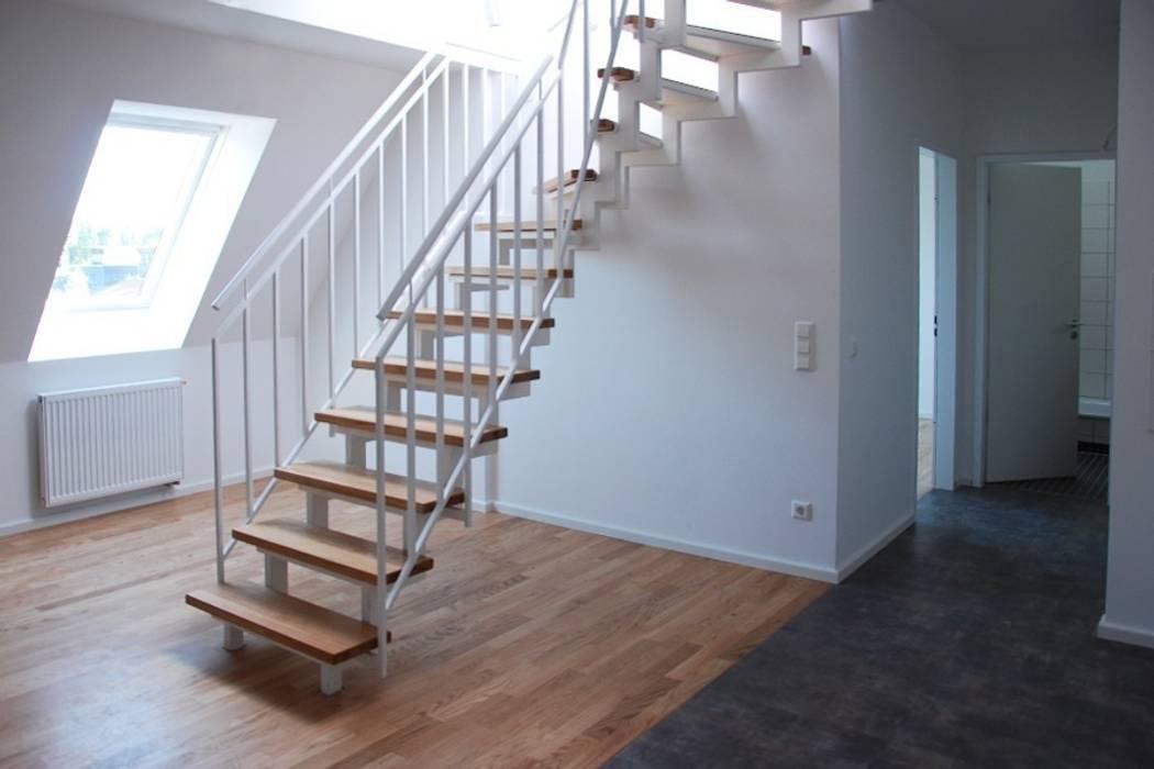 wohnraum mit treppe zur dachterrasse we 2 wohnzimmer von gessner heyne architekten ingenieure. Black Bedroom Furniture Sets. Home Design Ideas