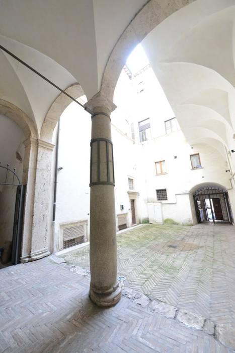 Le simmetrie: Ingresso & Corridoio in stile  di Studio Fori