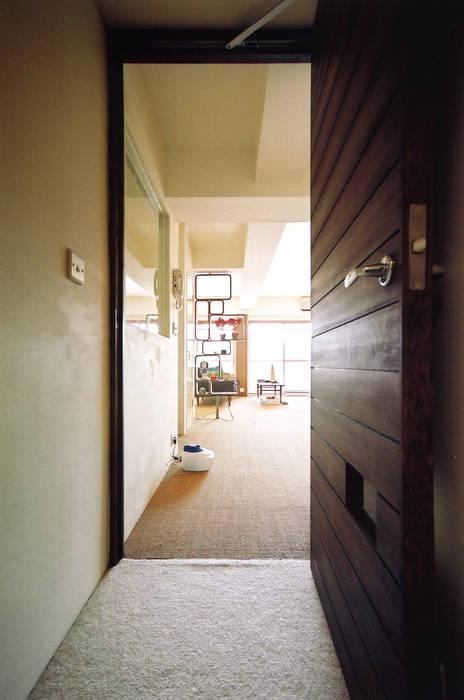 恵比寿の家 株式会社エキップ オリジナルスタイルの 玄関&廊下&階段