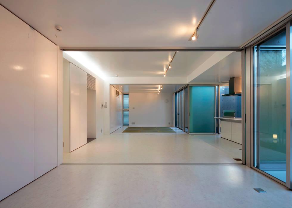 Modern living room by 長谷雄聖建築設計事務所 Modern