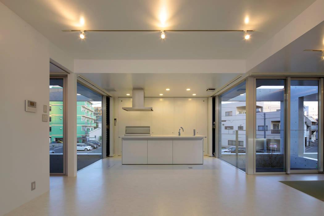 Modern kitchen by 長谷雄聖建築設計事務所 Modern