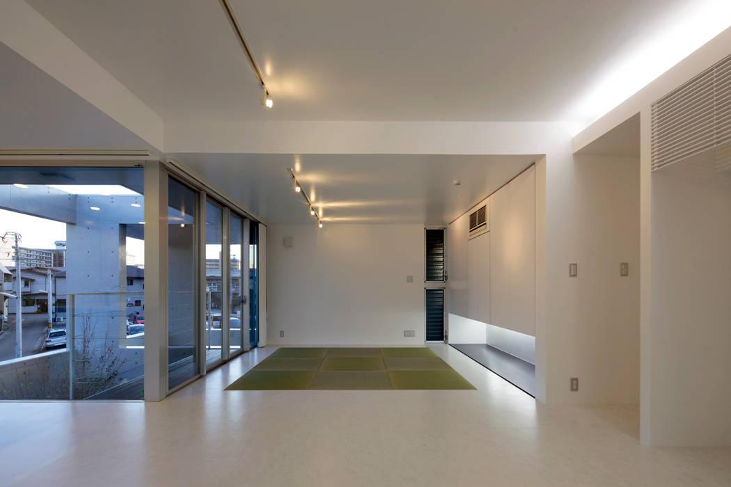 A邸 モダンデザインの 多目的室 の 長谷雄聖建築設計事務所 モダン