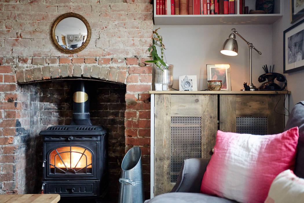 Rustic fireplace Livings de estilo de Hart Design and Construction Rural