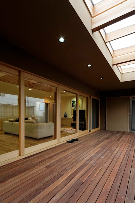 M邸: 長谷雄聖建築設計事務所が手掛けたテラス・ベランダです。,オリジナル