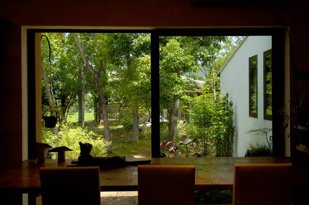 Puertas y ventanas de estilo ecléctico de 大森建築設計室 Ecléctico