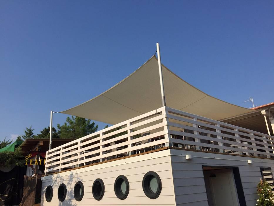 60 mq di fresco: Bar & Club in stile  di VIVERE IL FUORI
