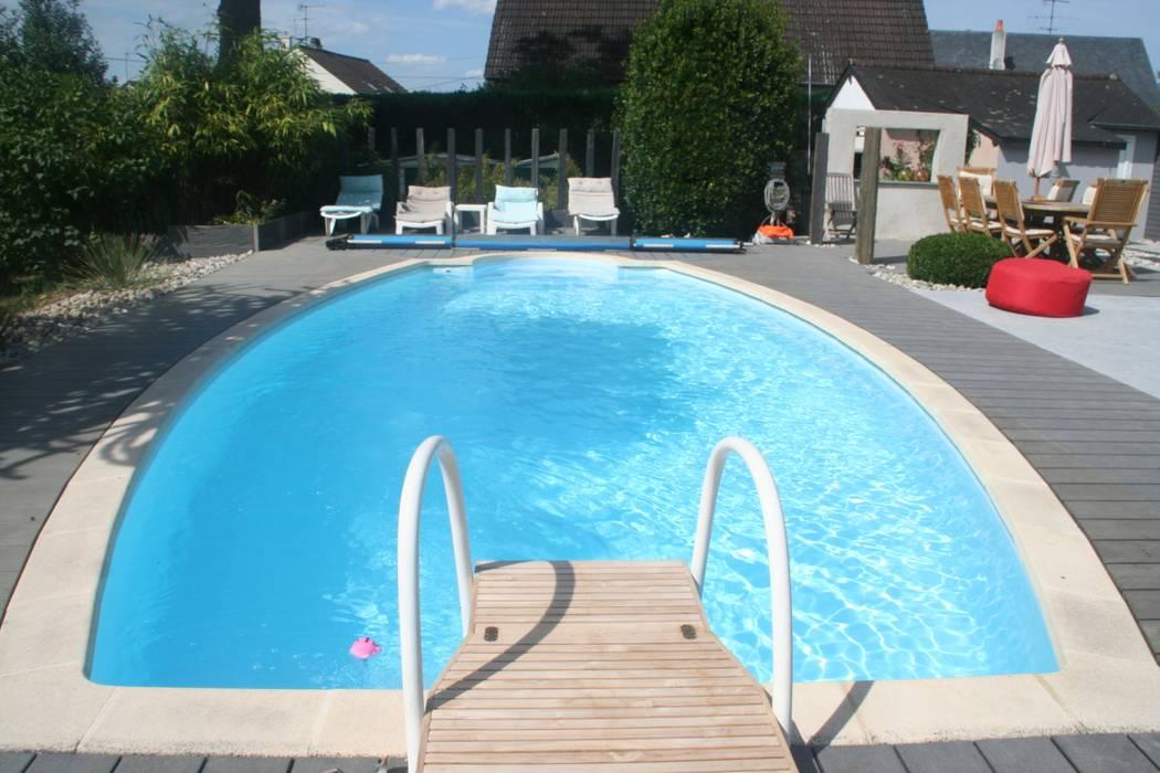 Vue sur la piscine: Jardin de style de style Moderne par EURL OLIVIER DUBOIS