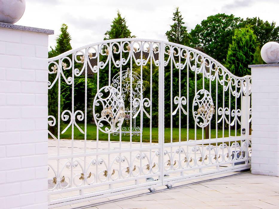 homify Garden Fencing & walls