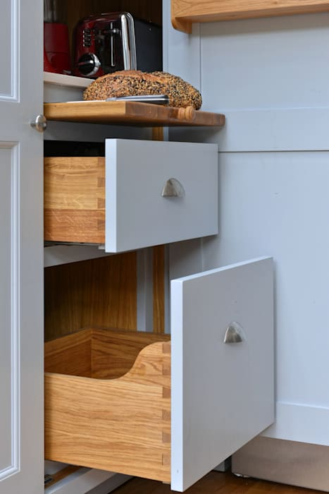 'Vivid Classic' Kitchen - bread drawer and pull out shelf Classic style kitchen by Vivid line furniture ltd Classic