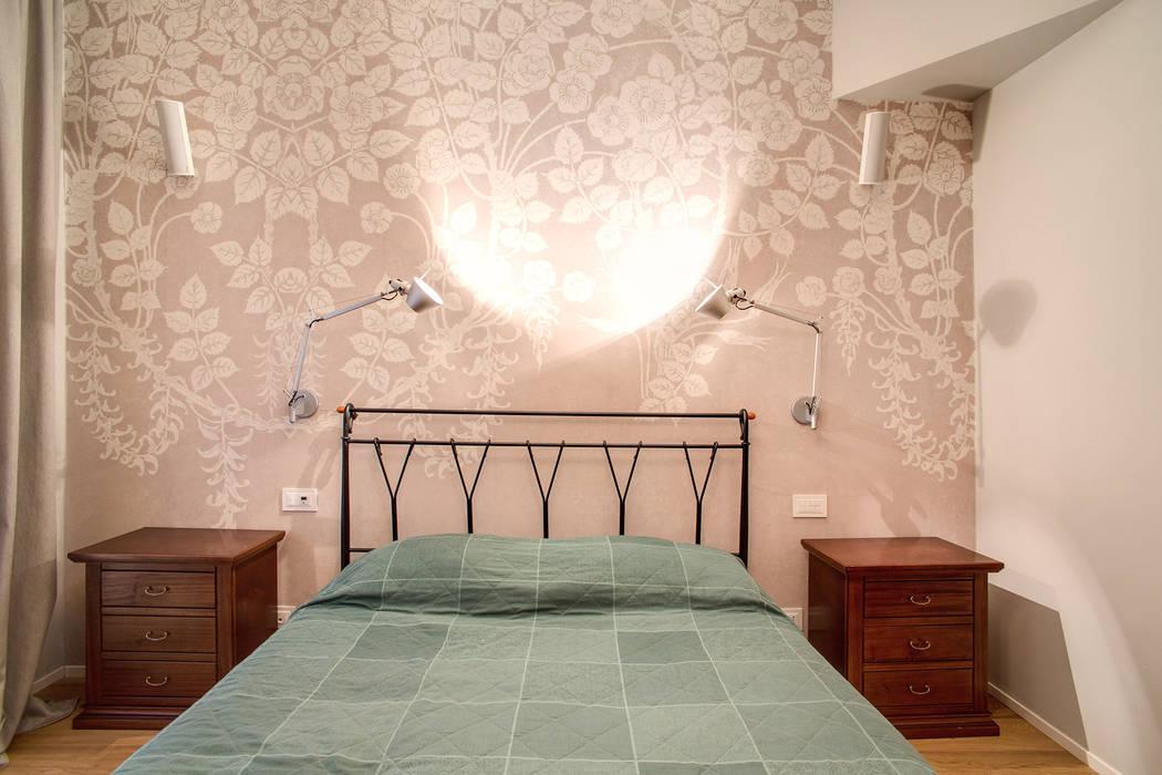 VEGEZIO: Camera da letto in stile in stile Moderno di MOB ARCHITECTS