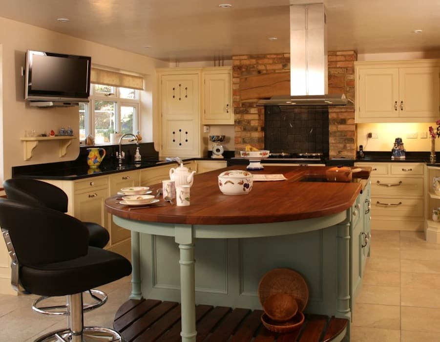 Iroko worksurface Bordercraft Rustic style kitchen