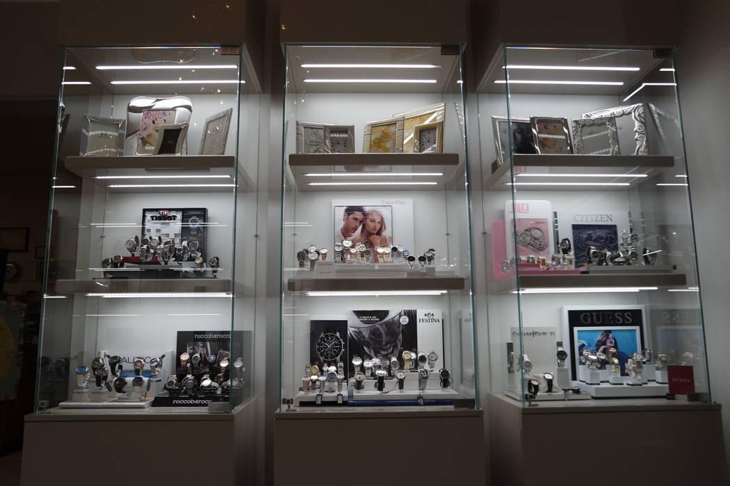 Illuminazione vetrine interne: negozi & locali commerciali in stile