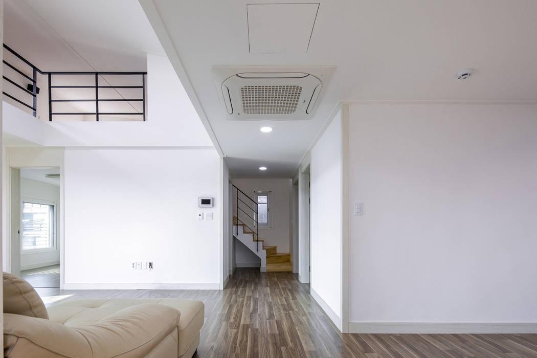 ห้องนั่งเล่น โดย IDEA5   ARCHITECTS, โมเดิร์น