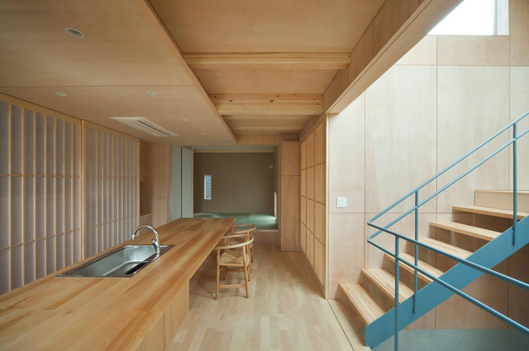 House in Nanakuma MOVEDESIGN オリジナルデザインの キッチン