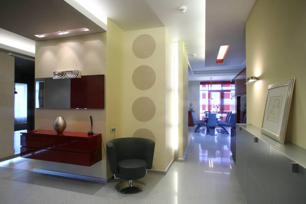 Прихожая, холл: Коридор и прихожая в . Автор – Архитектурное бюро Лены Гординой