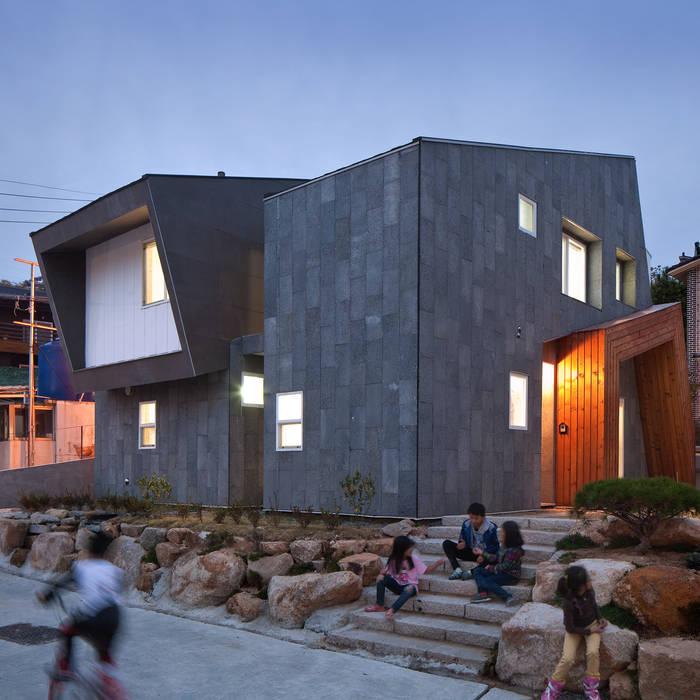 정희네집: 리을도랑아틀리에의  주택